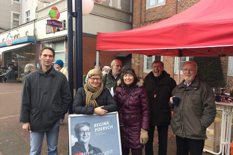 Die Landtagsabgeordnete Regina Poersch mit Mitgliedern des SPD-Ortsvereins Eutin am 4. Februar 2017